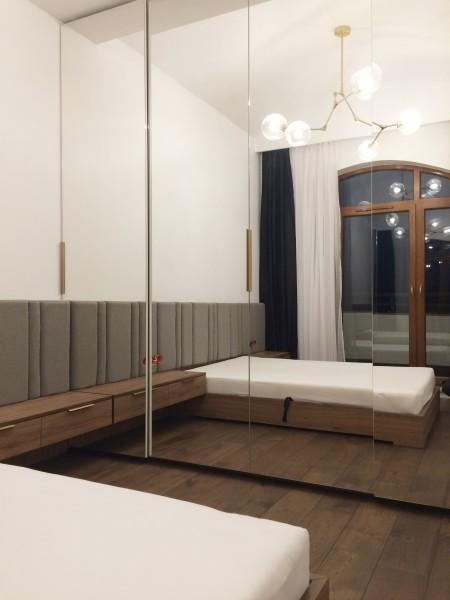 sypialnia z lustrami