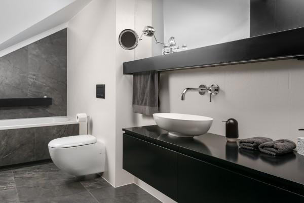 marmurowa toaleta